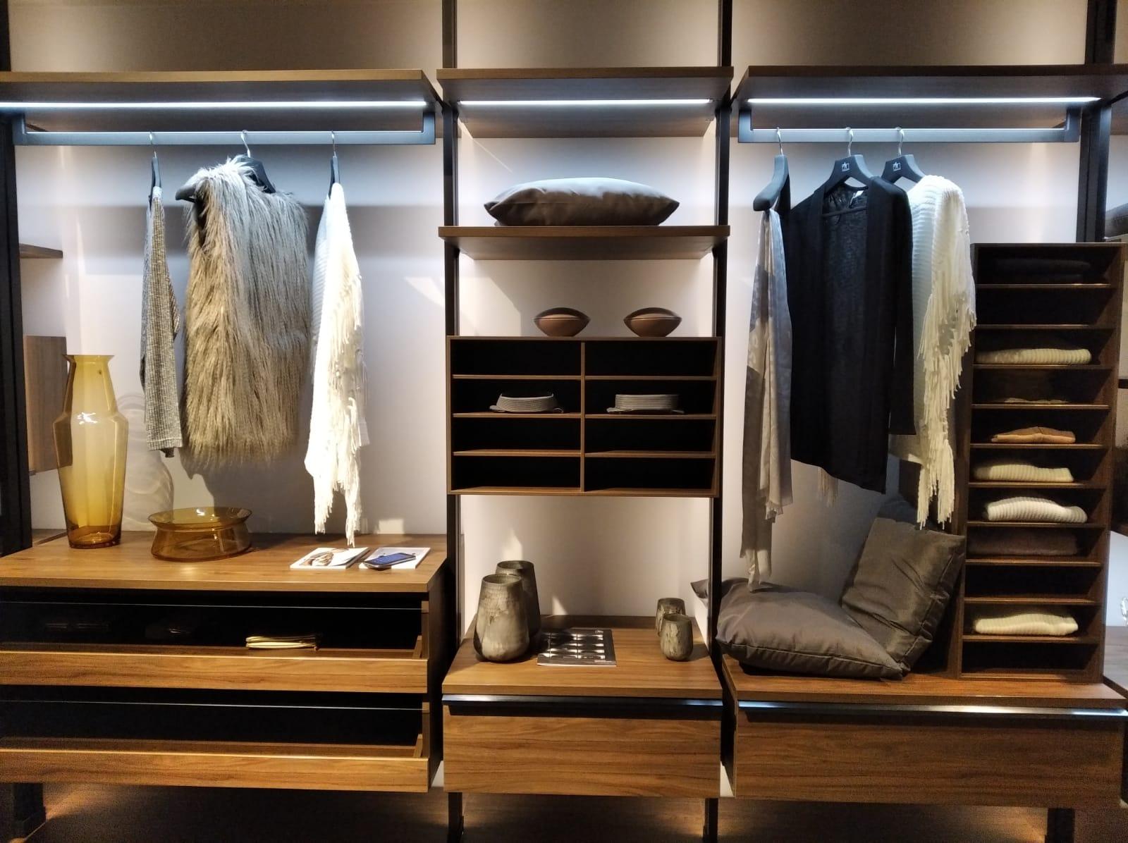 diseño-vestidor-moderno-madera-kuchenhouse